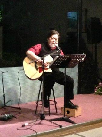 Hotel Yumenoyu: The singing owner Mr Nakamura