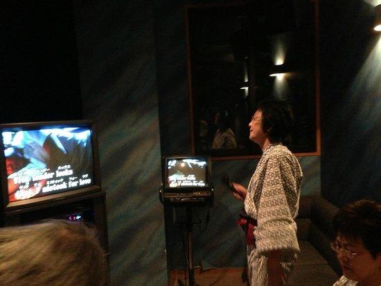 Hotel Yumenoyu: Singing the night away at the Karaoke room
