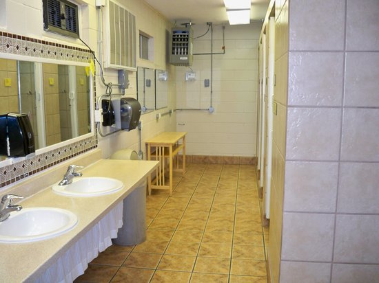 Las Cruces KOA: Bathrooms