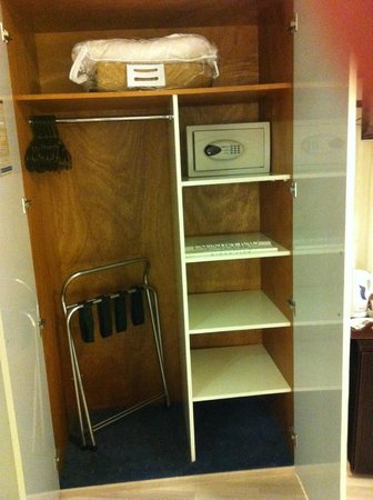The Maxim Hotel: Maxim Hotel - inside the cupboard in the bedroom