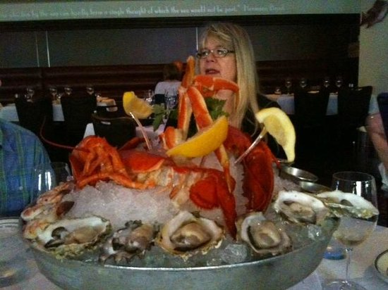 The Oceanaire Seafood Room : Fresh seafood platter for 3 (but was plenty for 7)
