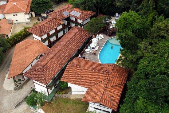 Hotel Coquille - Ubatuba: Vista Aérea, com destaque para a piscina, mais alta que o Hotel