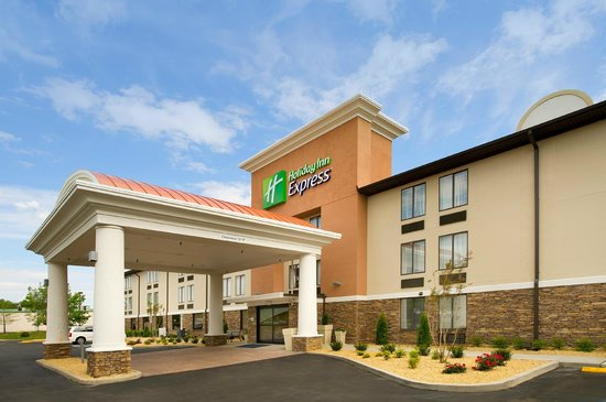 Holiday Inn Express Waldorf: Hotel Exterior
