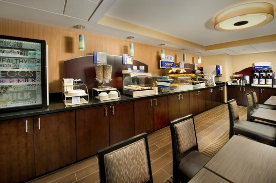 Holiday Inn Express Waldorf: Complimentary Breakfast