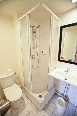 Premiere Classe Paris Est - Rosny Sous Bois : une salle de bains