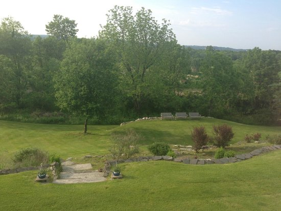 Peach Grove Inn: view of the back of the property