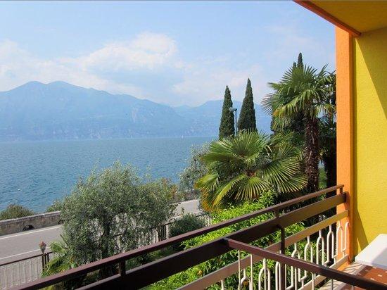 Residence Castelli: Blick von dem Appartement auf die Hauptstrasse