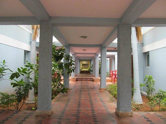 Hotel Mayura Bhuvaneshwari Kamalapur: The Semi-Deluxe rooms