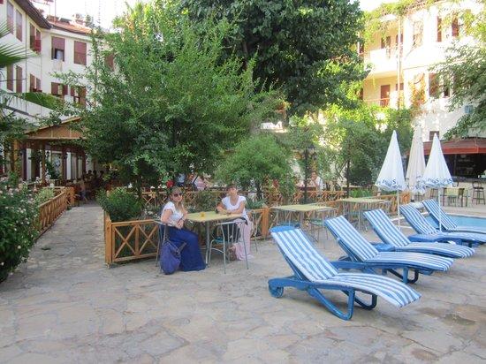 Idyros Hotel : Вид изнутри