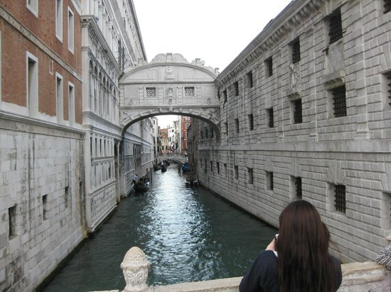 Ca' della Corte: Bridge of Sighs.