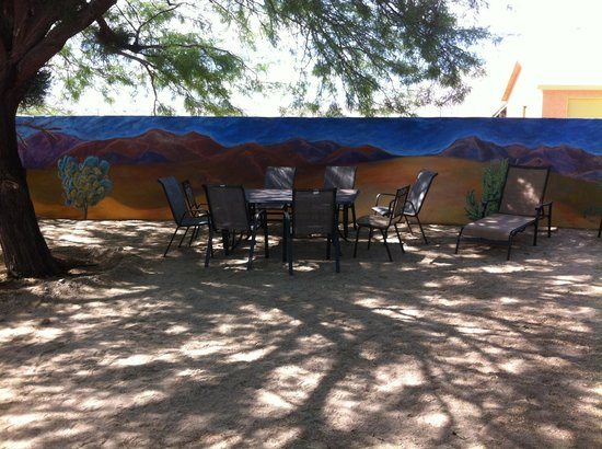 29 Palms Inn: mural and patio
