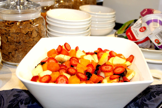 Sea Breeze Guesthouse: Fresh fruit salad