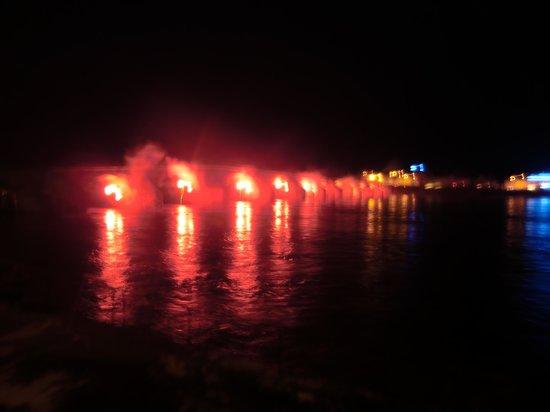 Sanotel : 's avonds vuurwerk voor La Fete de mariniers..enig en gezellig.
