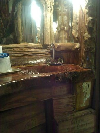 Feather Nest Inn: wet bar