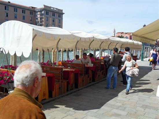 Bar Mirabar : Nice Cool Covered Eating Area