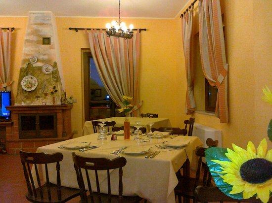 Brognaturo, Italia: Saletta colazione e piccola sala ristorante