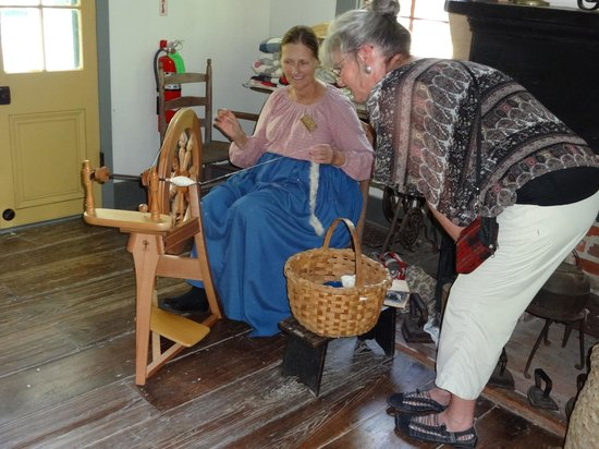 Acadian Cultural Center : Period crafts