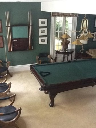 Lakewinds Country Manor: billiard room
