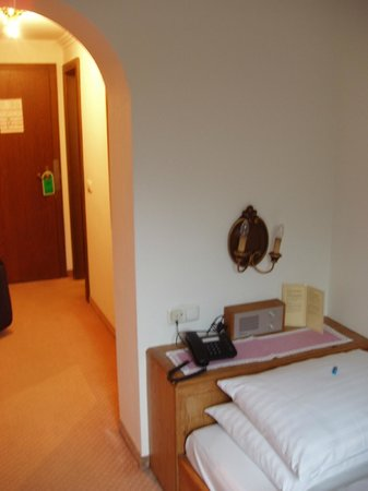 Jägerwirt Hotel: Tiny single room