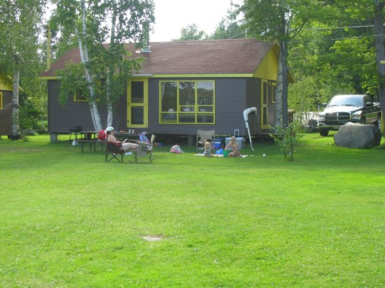 Miller Lake, Canada: Relaxing infront of our house keeping cottages