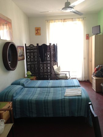 Sixbeds: Hostel room