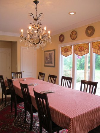 Southern Grace Bed and Breakfast: Dining area