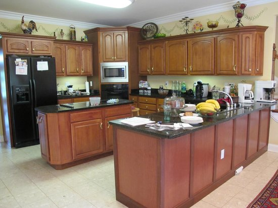 Southern Grace Bed and Breakfast: their beautiful kitchen