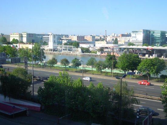 The bed picture of ibis budget paris porte de bercy - Ibis paris porte de bercy charenton le pont ...