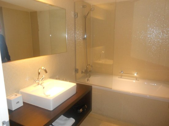 Park Inn by Radisson Antwerpen: BAGNO IN MOSAICO