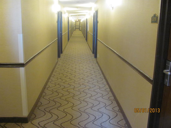 Comfort Inn Boonville: Interior corridor access to Guest Rooms