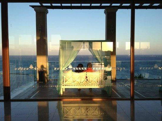 """Atrium Prestige Thalasso Spa Resort and Villas: Kuschel-""""Zelt"""" bei der Rezeption"""