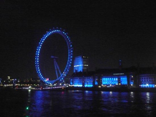YHA London Thameside: eyes of london