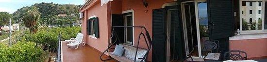 Villa Carmelas: Panorámica del balcón terraza