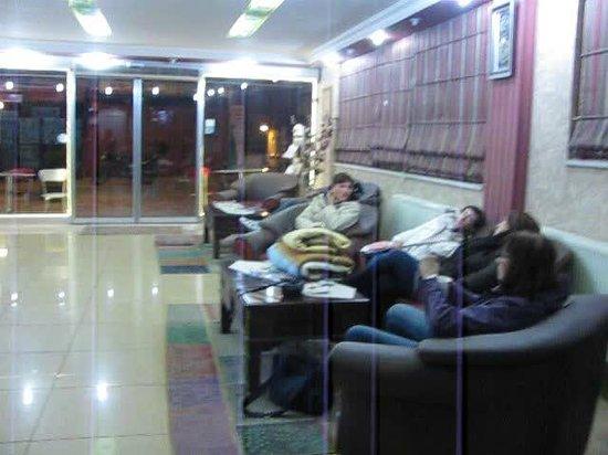 Boutique Dedem Hotel : ingresso albergo e zona ristoro