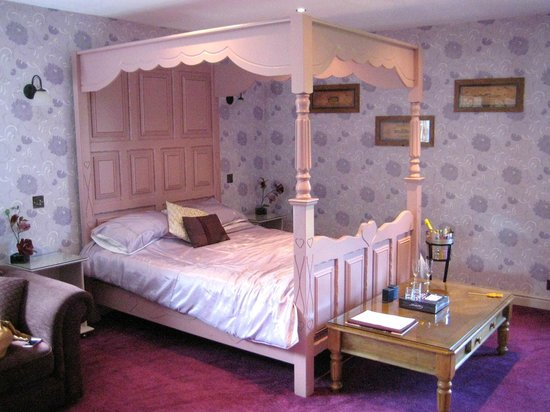 The Mill Forge: Very comfy four poster bed