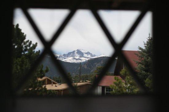 ريفر روك كوتيدجيز: Looking out our window