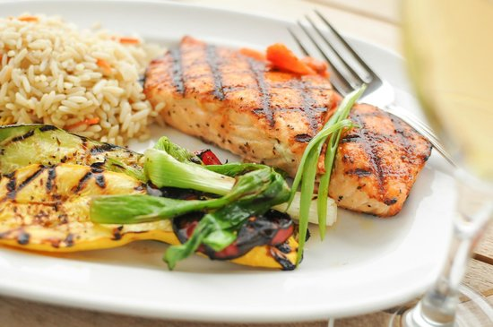 Grilled Salmon with Seasoned Rice and Grilled Vegetables ...