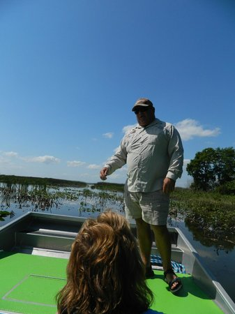 Wild Willy's Airboat Tours: Capt John telling us about the wild life