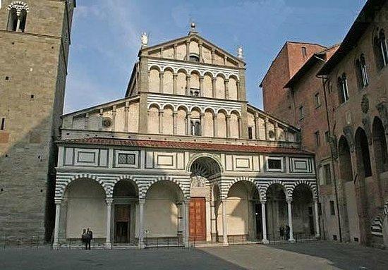 Apartments in Pistoia : San Zeno Cathedral
