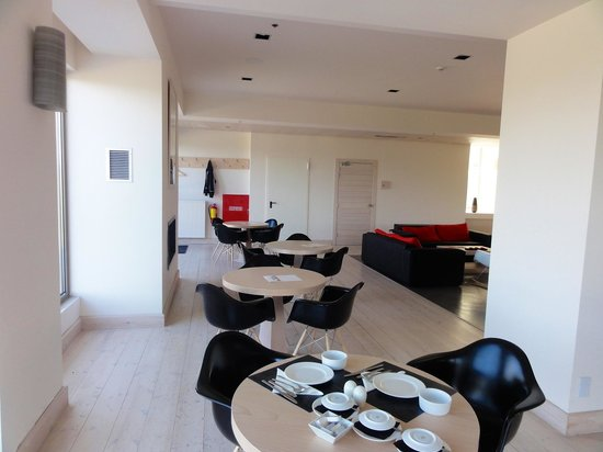 Seleni Suites Boutique Deluxe Hotel: Table set for breakfast