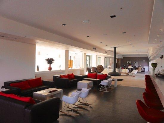 Seleni Suites Boutique Deluxe Hotel: Spacious lobby/sitting area
