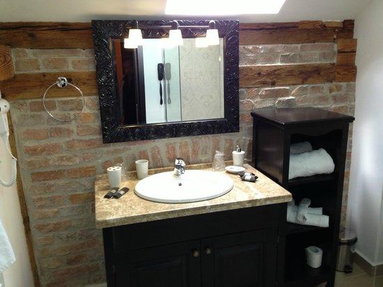 Hotel Central Park: Attic Bathroom