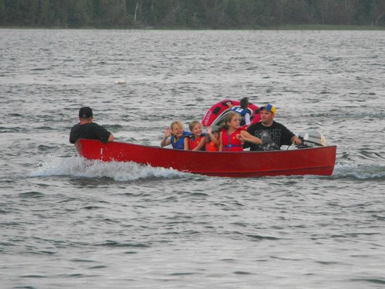 Miller's Family Camp: Family boating fun
