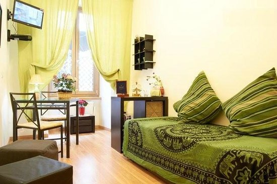 Maison Vaticana: Suite: dining room