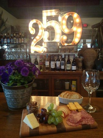 259 Home Market Bistro: Cheese and Fruit from Tapas!!!