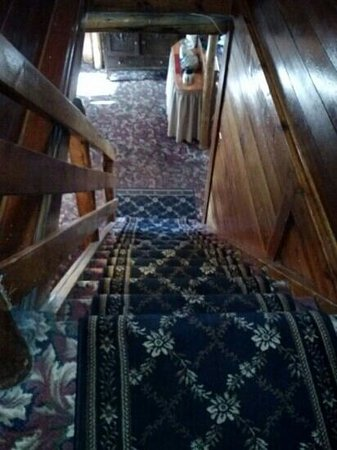 Frisco Lodge: steep stairs in the main lodge