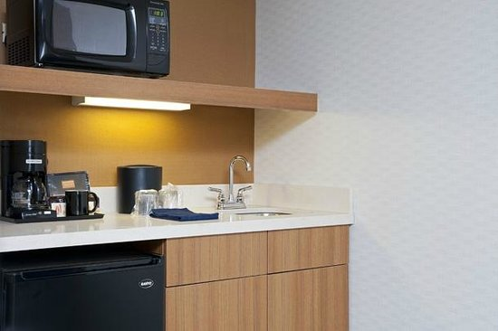 SpringHill Suites Chicago Naperville/Warrenville: Kitchenette in every room/suite