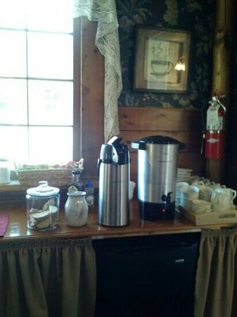 Frisco Lodge: coffee, tea, and biscotti