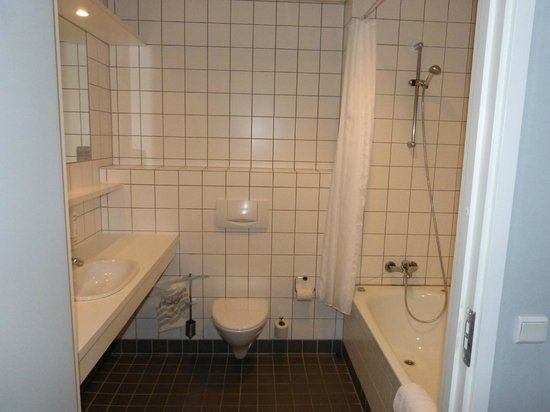 DGI-byens Hotel : Geräumiges, sauberes Badezimmer