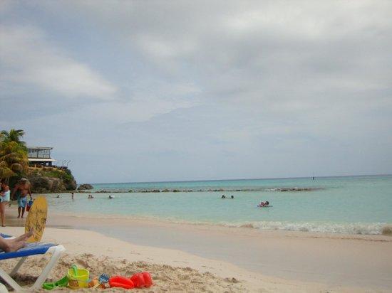 Southern Surf Beach Apartments : Praia em frente
